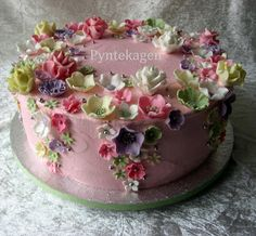 Flowers on a chocolatecake with chocolate ganache and pink SMBS