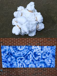 DIY Shibori Indigo Dyeing Tutorial In Color Order: DIY Shibori Indigo Dyeing Tutorial<br> A comprehensive guide to Shibori Indigo Fabric Dyeing techniques for beginners. Lots of before and after resist methods included. Tie Dye Tutorial, Diy Tutorial, Tie Dye Folding Techniques, Fabric Dyeing Techniques, Art Techniques, How To Tie Dye, How To Dye Fabric, Dyeing Fabric, Diy Tie Dye Fabric