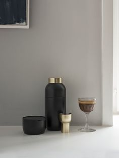 The Italian design duo Daniel Debiasi and Federico Sandri have created a modern bar range for the Collar collection launched in 2016. The Collar cocktail shaker