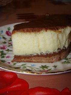 """Cine vrea o felie de prajitura cremoasa si buna? Prajitura """"Krem a la krem"""" este o prajitura foarte cunoscuta si apare pe foarte multe b..."""
