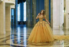 Znalezione obrazy dla zapytania długa złota suknia