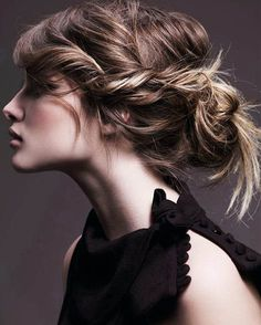 8 Easy Updo Hairstyles to be Done in 5 Minutes