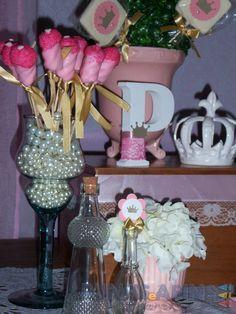 Marshmallows pop personalizados nas cores da festa garantem a harmonia do ambiente #princesas