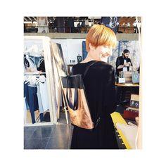 Juhuuu! Eine glückliche Kundin mit dem neuen Beutelrucksack #BJARNE von #Elektropulli in #Freiburg auf dem @stijl.markt! Sitzt passt und sieht suuuuuuper aus ! BJARNE wird übrigens in feinster Handarbeit in Deutschland für dich angefertigt #fairfashion #fairproduced #slowfashion #slow #slowandsexy #stijldesignmarkt #stijlmarkt #stijl #blogger_de #blogger #fashion #fashionblogger #fashionblogger_de #fashionblog #bloggerstyle #bloggers #vsco #vscocam #vsco #picoftheday