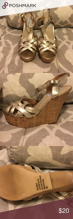 Steve Madden Platform Wedges These are so fun and are in like new condition!! They will definitely dress up any outfit and would be perfect for nights out at the beach in the summer or for graduation in the spring 😊 Steve Madden Shoes Wedges