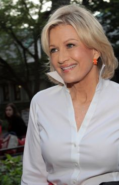 A great smile and a classic white blouse never go out of style. Thanks for the lesson, Diane Sawyer! Diane Sawyer, Advanced Style, Ageless Beauty, Great Women, Iconic Women, Style And Grace, Aging Gracefully, Celebs, Celebrities