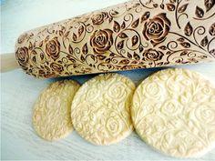 Küche & Kochen - Nudelholz Damascus ROSEN. Teigrolle mit Rosen - ein Designerstück von MeisterAlgis bei DaWanda
