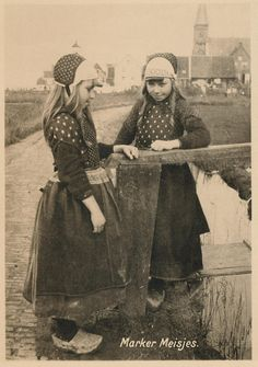 marken, meisjes pm 1915 by janwillemsen, via Flickr