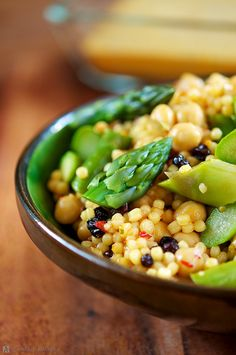 asparagus couscous with chickpeas and almonds #vegetarian #recipe