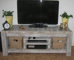 Wood / Pallet tv desk / table / dresser. I wonder if I could get Matt to make something like this for me?
