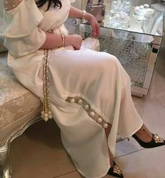 Interesting Jalabiyya design Arab Fashion, Muslim Fashion, Modest Fashion, Indian Fashion, Boho Fashion, Fashion Dresses, Style Marocain, African Dresses For Kids, Mode Abaya