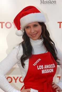 Jennifer Love Hewitts Santa hat hairstyle