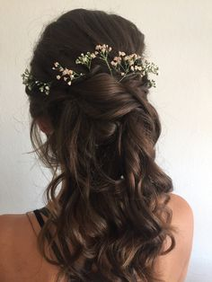 Brautfrisur Semi-open With Waves Playful Waves Semi-maid Bride Hairstyle With Gypsophila # Wedding Hair Girdle hairstyle open . Bridal Hair Flowers, Bridal Hair Pins, Crown Hairstyles, Bride Hairstyles, Gypsophila Wedding, Pageant Crowns, Flower Girl Headbands, Floral Hair, Wedding Hair Accessories