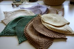Ravelry: Leafy Washcloth pattern by Megan Goodacre.  Love these spa like colors!!  Nice add in to a bath products gift package.