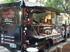 Food Truck de Martin Fierro en Guadalajara, es una parrilla argentina con un excelente precio y unos cortes riquisimos... el choripan es lo mejor...