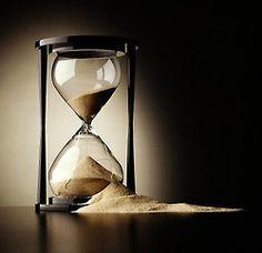 Sanduhr - Stundenglas / Hourglass - Sandglass - Sand Timer - Sand Watch - Sand C. Vanitas, Hourglass Sand Timer, Creation Art, Sand Timers, Prince Of Persia, Virginia Woolf, Survival Skills, Survival Life, Mystery