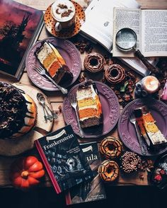 A cup of coffee on a rainy day in autumn > Halloween Donuts, Halloween Sweets, Halloween Cakes, Halloween Party Decor, Fall Halloween, Happy Halloween, Halloween Table, Halloween Stuff, Halloween Costumes