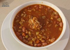 FRÍJOLES VERDES CON PEZUÑA Y CIDRA   Lucero Vilchez Cocina Chili, Soup, Vegetables, Recipes, Soup Beans, Cooking Recipes, Food Cakes, Colombian Cuisine, Colombian Recipes