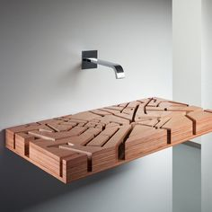 Wooden sink - inspired by a map of London, where the water flows through the ducts resembling the river channels. Ingenious!