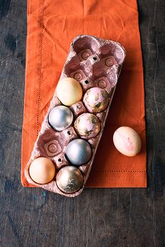 Veja mais formas de decorar as cascas de ovo para a Páscoa