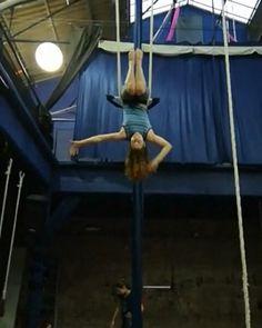 Haciendo la coreo.. no sé de qué se ríe la @talevalentina 😒  #trapeze #trapeciofijo Wrestling, Dance, Instagram, Stunts, Workout Exercises, Fabrics, Lucha Libre, Dancing