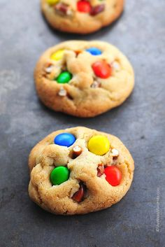 These Pretzel M&M Cookies Recipe combine salty, crunchy and chocolatey goodness in one portable sweet treat. M&m Cookie Recipe, Easy Cookie Recipes, Best Dessert Recipes, Cookie Desserts, Sweet Desserts, Candy Recipes, Cookie Bars, Sweet Recipes, Delicious Desserts