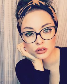 Your beauty and love chase after me everyday of my life. 💛 🙌🏼 - Glasses Your beauty and love chase after me everyday of my life. 💛 🙌🏼 - Glasses,Glases celebrities women inspiration gadot frames for women Frames For Round Faces, Glasses For Round Faces, Glasses For Your Face Shape, Girls With Glasses, Fashion Eye Glasses, Cat Eye Glasses, Makeup With Glasses, Eyeglasses For Women, Sunglasses Women