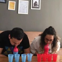 Play to do as a couple or with older children! 👏👏💪💪 Very cool and super simple! Let's play at home? avirus Via: 😍😍👏👏💪💪 Couple Party Games, Home Party Games, Fun Christmas Party Games, Xmas Games, Family Party Games, Kitty Party Games, Christmas Games For Family, Holiday Games, Party Games For Adults