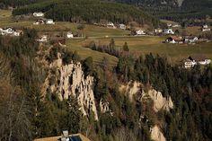 Piramidy ziemne w Longomoso i symbol Południowego Tyrolu Vineyard, Symbols, Travel, Outdoor, Earth, Outdoors, Viajes, Vine Yard, Destinations
