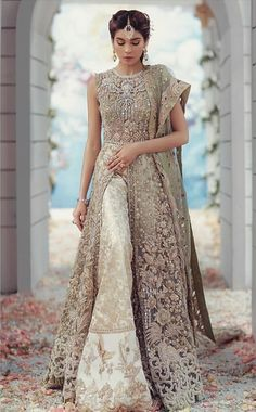 Indian wedding outfits - For order & enquiries mail evincehautecoutur… 8453099044 Made to order – Indian wedding outfits Pakistani Party Wear, Pakistani Wedding Outfits, Pakistani Dresses, Indian Dresses, Pakistani Gharara, Pakistani Couture, Sabyasachi, Moda Indiana, Desi Wedding Dresses