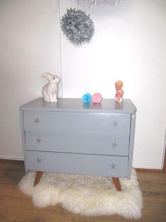 Commode années 50 grise trois tiroirs. : Chambre d'enfant, de bébé par ribambelle-compagnie