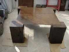 Mesa de cafe confeccionada por noostros con plancha metálica tratada tipo corten y traviesas de tren extra (vigas de puente)