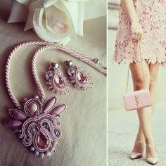 Parure realizzata su richiesta per un regalo di compleanno.. 👑 le dolci tonalità del rosa rendono orecchini e collana eleganti e raffinati. 🌸💕🎀 #soutache#soutaches#soutachemania#orecchini#collana#fattoamano#fattoamanoconamore#handmadejewelry#handmadewithlove#rosa#pink#swarovski#ideeregalo#donne#femminile#artigianatoitaliano#madeinitaly#italianjewelry#picoftheday#outfitoftheday#fashionblogger#solocosebelle