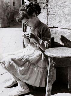 Vincenzo Balocchi (1892-1975): La Petite tricoteuse, 1960
