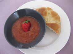 Veganpassion: Lockerer Hefezopf mit Erdbeer-Rhabarber-Kompott