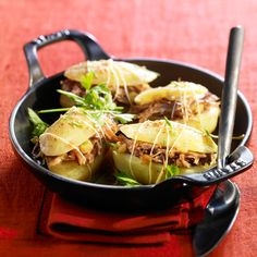Découvrez la recette des potatoes farcies au confit de canard