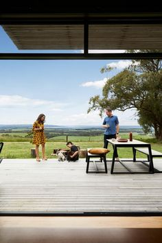 Completed in 2018 in Fish Creek, Australia. Images by Armelle Habib, Tom Ross. Among towering trees of Fish Creek sits a small, off-the-grid holiday home that eschews clichés of traditional beachside escapes - a sustainable. Rustic Color Schemes, Rustic Colors, Beautiful Houses Interior, Beautiful Homes, Dulux Natural White, Master Suite Addition, Shed Homes, Prefab Homes, Modular Homes