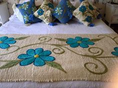 This Pin was discovered by Cec Mexican Embroidery, Embroidery Patterns, Hand Embroidery, Cushion Cover Designs, Bed Runner, Wet Felting, Applique Quilts, Bed Covers, Needlepoint