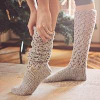 Crochet PATTERN for socks (pdf file) - Christmas Morning Socks, via Etsy. Crochet Socks Pattern, Crochet Boots, Crochet Slippers, Knit Patterns, Crochet Clothes, Crochet Crafts, Crochet Projects, Free Crochet, Knit Crochet