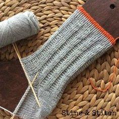 Socken mit rechts/links Rippen-Muster