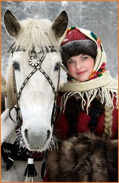 RUSIA Maybe I should re-think riding in layers and my Cabela's jacket? Go out with a little more style . We Are The World, People Around The World, Beautiful Horses, Beautiful People, Zar Nikolaus Ii, Georg Christoph Lichtenberg, Foto Fantasy, 3d Foto, Russian Beauty