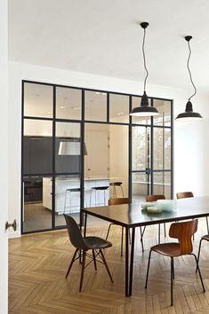 Une cuisine contemporaine haussmannienne - Ouvrir la cuisine sur la salle à manger : les 30 idées gagnantes - Plus de photos sur Côté Maison http://petitlien.fr/72cw