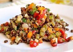 Tento salátek podáváme jako samostatný pokrm spolu s čerstvým pečivem, ale hodí se i jako zdravá příloha k masu či rybě. Raw Food Recipes, Lunch Recipes, Salad Recipes, Diet Recipes, Vegetarian Recipes, Cooking Recipes, Healthy Recipes, Home Food, A Table