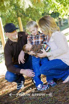 www.yellowarrowphotography.com, country family session, family photos, what to wear family photos, newborn photos