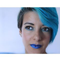 Buenos días estamos a Jueves #blog #blogger #fashion #fashionblogger #fashionista #fashionaddict #hair #haircut #hairstyle #hairstyle #lovehair #blue #bluehair