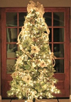 How To Put Ribbon On A Christmas Tree: 15 Gorgeous Ideas ribbon-christmas-tree-ideas Michaels Christmas Trees, Christmas Tree Pictures, Elegant Christmas Trees, Ribbon On Christmas Tree, Christmas Tree Themes, Holiday Pictures, Christmas 2014, White Christmas, Christmas Ideas