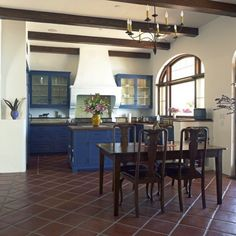 This gallery showcases beautiful designs of Spanish style kitchen ideas. Pictures feature cabinets, flooring and tile from Spanish kitchen designs. Spanish Revival Home, Spanish Style Homes, Spanish Colonial, Spanish Modern, Spanish Kitchen, Spanish Tile, Colonial Kitchen, Ep Logo, Spanish Style Interiors