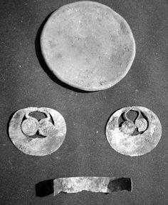 Figura 9 - Cuatro artefactos asociados al muerto en la Tola 2 (NL-18)