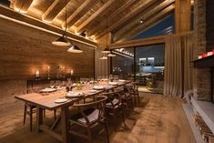 〚 Swiss chalet with stylish and cozy urban design 〛 ◾ Photos ◾Ideas◾ Design Swiss Chalet, Mountain Cabins, Urban Design, Conference Room, Cozy, Homes, Stylish, Table, Furniture
