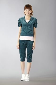 http://www.bagsandtracksuits.com/juicy-couture-orignal-velour-short-tracksuit-with-pocket-cyan-p-1087.html     Juicy Couture Orignal Velour Short Tracksuit With Pocket Cyan